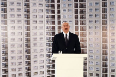 Aliyev, 255 gazeteciye daire hediye etti