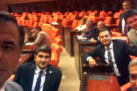 CHP, Meclis'te 'Demokrasi Nöbeti'ne başladı