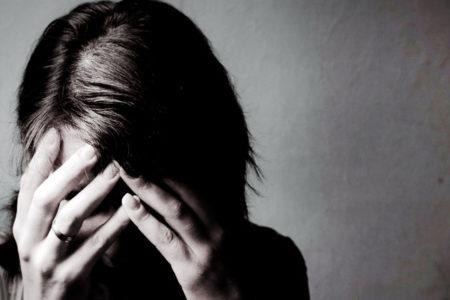 14 yaşındaki her dört kızdan biri depresyonda