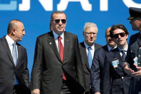 Alman basını: Türkiye, kaçan askerleri sistematik olarak takip ediyor