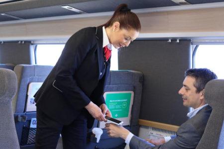 İsveç'te, biyometrik mikroçiple seyahat bileti dönemi
