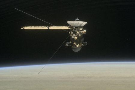 Cassini uydusu Satürn'ün atmosferiyle temas etti