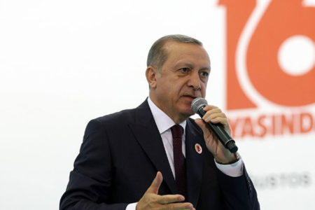 Mumcu: Erdoğan liderliğini yaptığı komünistlerin iç yüzünü görünce pişman olarak siyasi çizgisini değiştirmiş