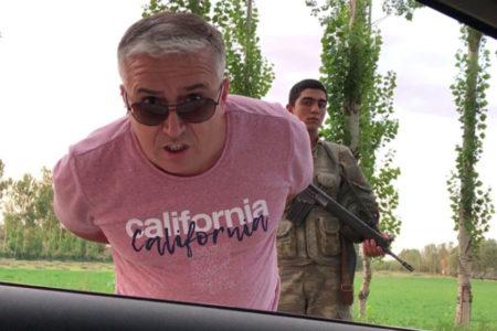 Sivil araçla HDP'li vekillerin yolunu kesen Jandarma kimlik kontrolü yaptı