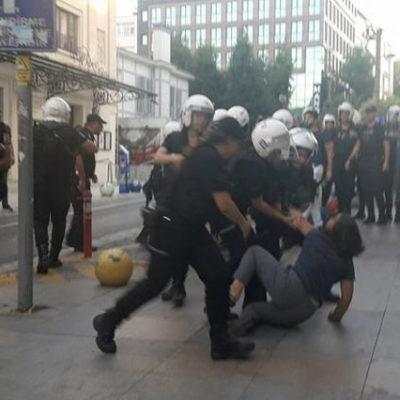 Nuriye ve Semih'e destek eylemine polis müdahalesi: Berkin Elvan'ın annesinin kolu kırıldı