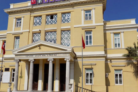 İzmir Atatürk Lisesi, Bilal Erdoğan'ın yönetiminde yer aldığı TÜGVA'ya verildi
