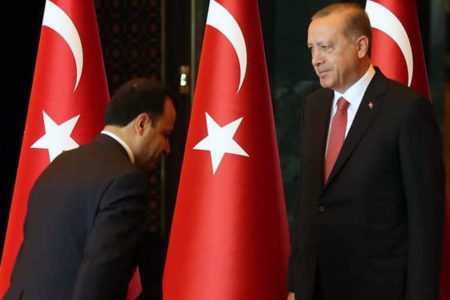 AYM Başkanı Erdoğan'ın huzurunda eğildi