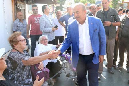 Yaşlı kadından Bakan Çavuşoğlu'na: Ne zaman, balık kavağa çıktığı zaman mı?