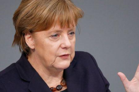 Merkel istifa etmeyeceğini açıkladı
