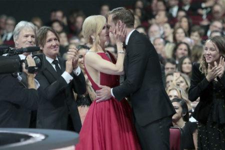 Nicole Kidman, eşinin gözü önünde rol arkadaşını dudağından öptü