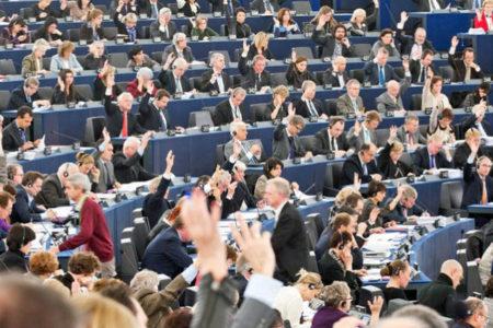 Avrupa Parlemanto'sunda çalışan kadınlar maruz kaldıkları cinsel tacizi anlattı