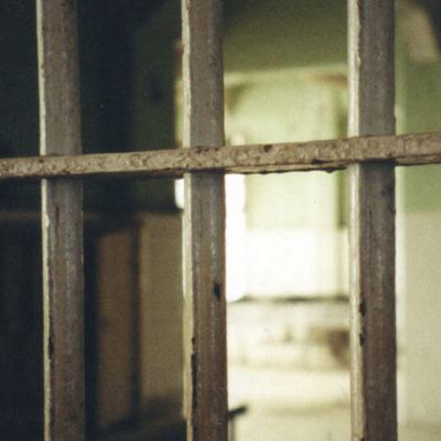 Hapishanedeki çocuklara işkence