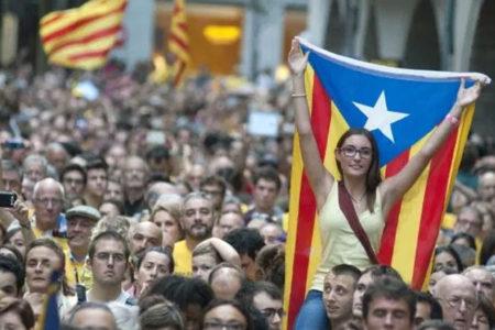 200 bin Katalan sokaklarda