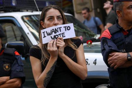 Katalonya'da bağımsızlık referandumu: Polis sandıklara el koydu, bazı bölgelerde çatışma çıktı, en az 760 yaralı