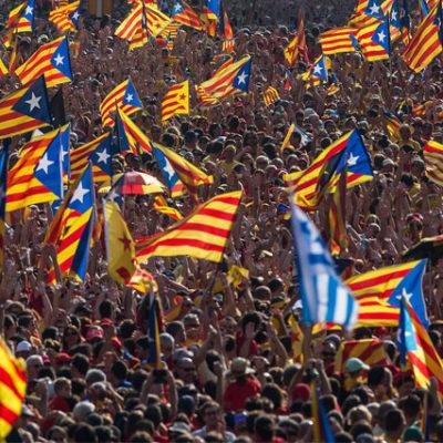 Barcelona'da ayrılıkçı liderlerin tutuklanmasından sonra göstericiler sokaklarda