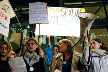 Fransa'da kadınlar taciz ve tecavüze karşı sokakta
