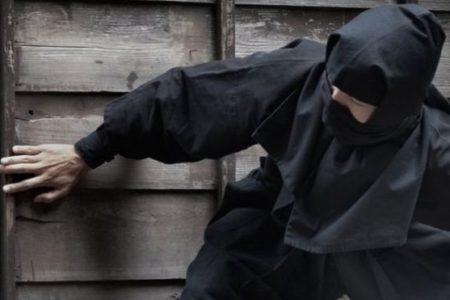 Ninja kostümüyle hırsızlık yapan 74 yaşındaki japon yakalandı