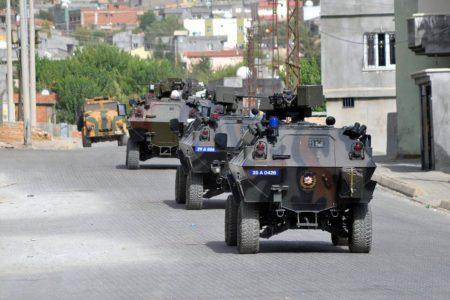 """Zırhlı araçla çocuk ezen polisler, mahalleliye kızdı """"Çocuklarınız neden dışarı çıkıyor"""""""