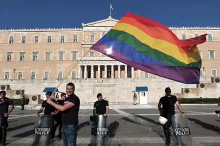 Yunanistan'da, 15 yaşından büyüklere 'cinsiyet değiştirme' hakkı