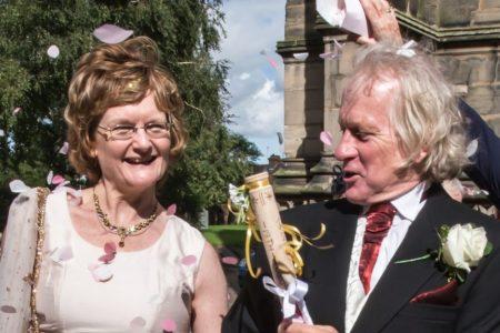 Aileleri tarafından sevgili olmaları yasaklanan ingiliz çift 40 yıl sonra evlendi