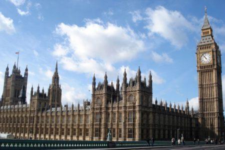 Taciz skandalı: İki İngiliz milletvekili görevden uzaklaştırıldı