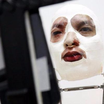 iPhone X'in Face ID kilidini maske ile kırdılar