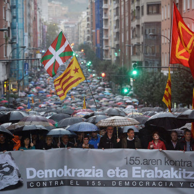 Bask bölgesinden 40 bin kişi Katalanlara destek için yürüdü