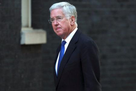 İngiliz bakan, 'bazı davranışları bulunduğu makama uygun olmadığı' için istifa etti