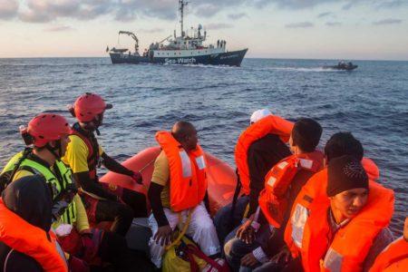 """""""Göçmenleri kalın halat ve sopalarla dövdüler"""""""