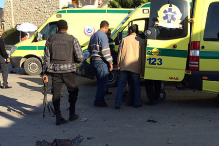 Mısır'da camiye bombalı saldırı; en az 184 ölü!