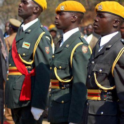 """İktidar partisi, """"Ölürüm de istifa etmem"""" diyen Zimbabwe'nin devrik liderini azletti"""