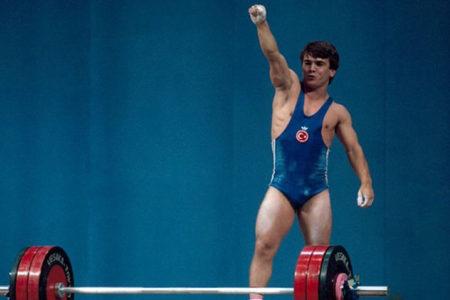 Dünya şampiyonu halterci Naim Süleymanoğlu hayatını kaybetti