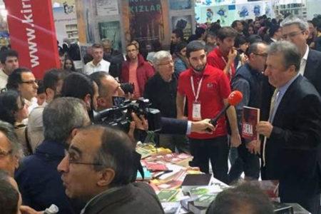 Yazar Sebahattin Önkibar, Akşener hakkındaki 'Asena' adlı kitabı nedeniyle saldırıya uğradı