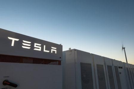 Tesla, dünyanın en büyük pilini tamamladı