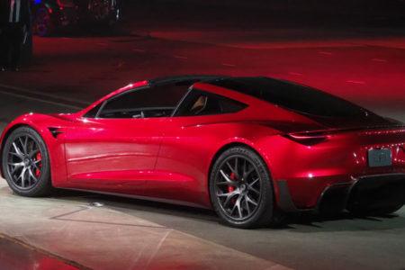 Tesla'nın yeni elektrikli otomobili 0'dan 100 kilometreye 1.9 saniyede böyle çıkıyor
