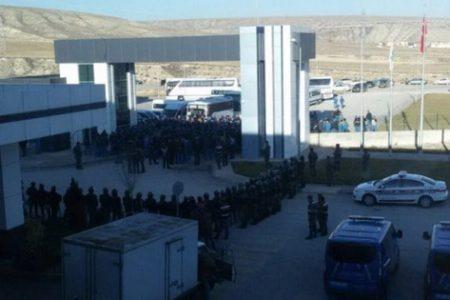 İşten çıkarılmalar başlayınca 350 işçi grev başlattı