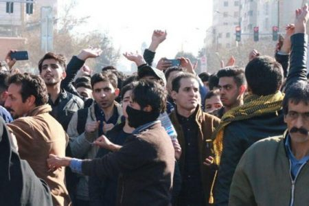 Protestolar yayılıyor 'İran'da mollalar Allah gibi davranıyor'