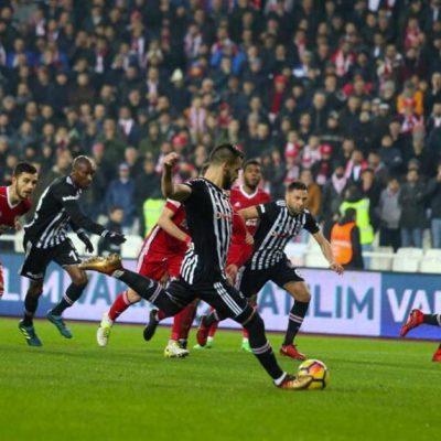 Beşiktaş Sivas'ta dondu kaldı