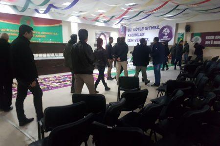 Polis parti kongresini bastı