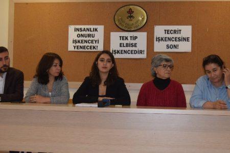 Cezaevinde en fazla üç kişi birlikte fotoğraf çektirebiliyor, Kürtçe konuşana hücre cezası veriliyor
