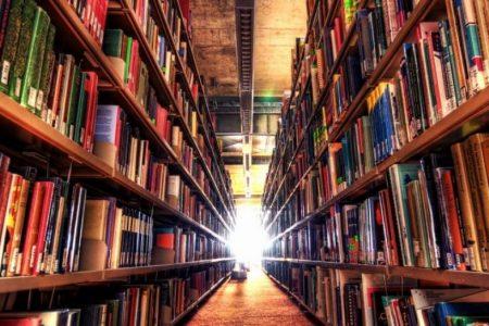 Çöpten topladıkları kitaplarla kütüphane açtılar