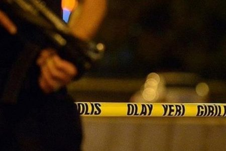 Ankara'da uyarı ateşi açan bir polis memuru kazayla meslektaşını vurdu