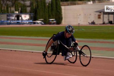 Savaşta felç olan Suriyeli mülteci çocuk Yunanistan'da sporla hayata tutunmaya çalışıyor
