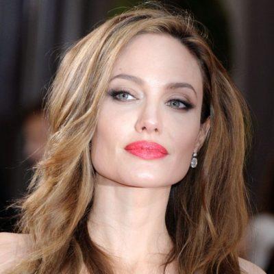 Angelina Jolie'ye kötü haber: Ameliyatlar kanser riskini azaltmamış olabilir