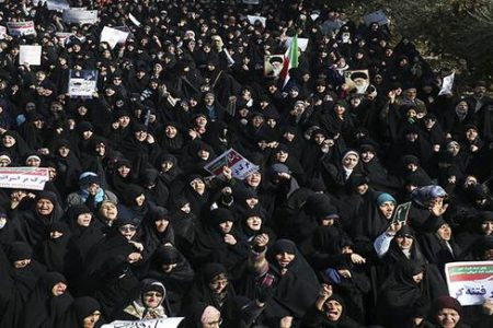 İran'daki protestolarda 10 kişi hayatını kaybetti