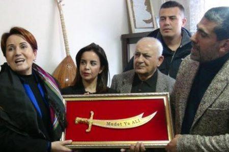 Akşener'in Tunceli'de ilk durağı cemevi oldu