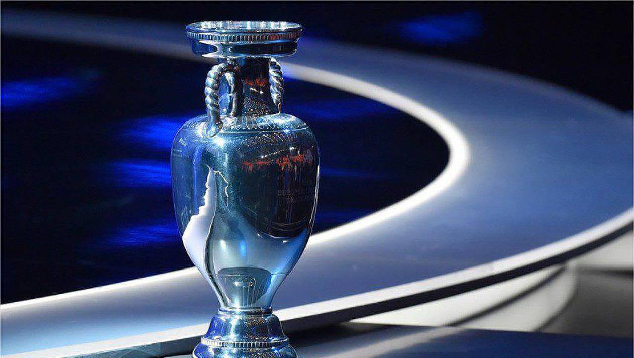 1fecbeb6a86bc İsviçre'nin Nyon kentindeki UEFA merkezinde gerçekleştirilen toplantıda  Türkiye'nin ev sahipliğine adaylığıyla ilgili sunumunu, Türkiye Futbol  Federasyonu ...